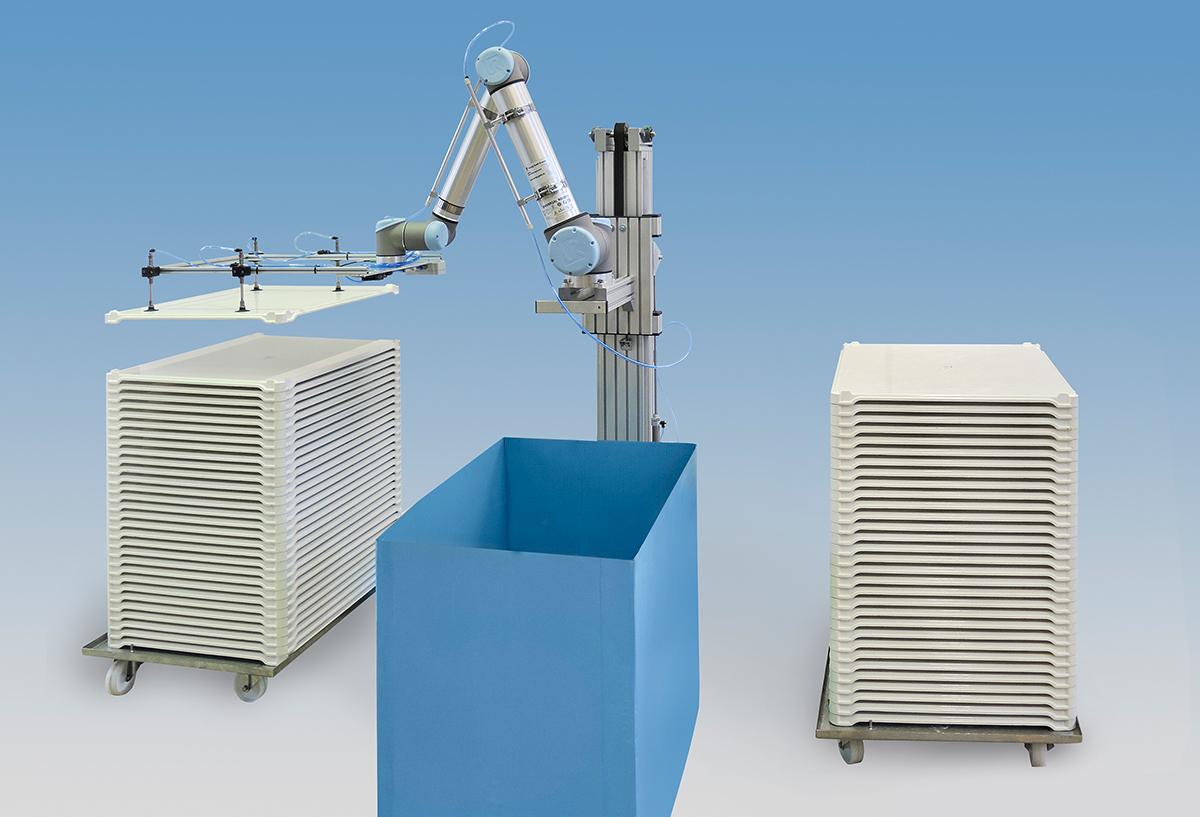Universal Robots UR10 mit zusätzlicher Hubachse zum Reinigen von Tabletts